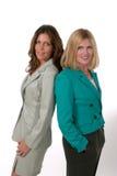 Dos mujeres de negocios de nuevo a la parte posterior 4 Foto de archivo libre de regalías