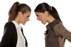 Dos mujeres enojadas Foto de archivo libre de regalías