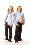 Dos mujeres expacting bebés Imagenes de archivo