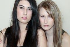 Dos mujeres hermosas Fotos de archivo libres de regalías