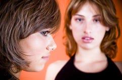 Dos mujeres jovenes Foto de archivo libre de regalías