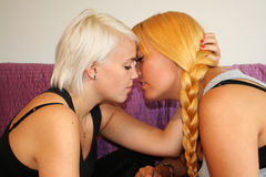 Dos mujeres jovenes Foto de archivo