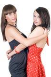 Dos mujeres jovenes de abarcamiento de la belleza Fotografía de archivo