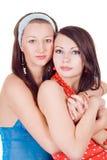 Dos mujeres jovenes de abarcamiento de la belleza Fotos de archivo