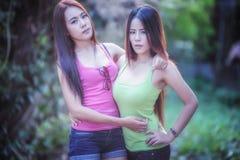 Dos mujeres jovenes de Asia imagenes de archivo