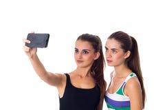 Dos mujeres jovenes que hacen el selfie Fotos de archivo