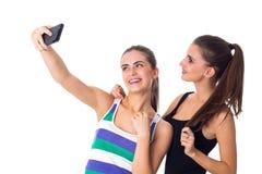 Dos mujeres jovenes que hacen el selfie Foto de archivo