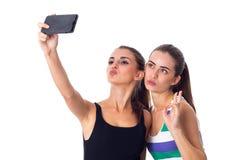 Dos mujeres jovenes que hacen el selfie Imagenes de archivo