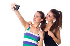 Dos mujeres jovenes que hacen el selfie Imagen de archivo libre de regalías