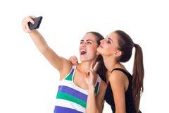 Dos mujeres jovenes que hacen el selfie Imagen de archivo