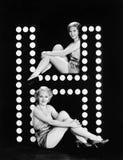 Dos mujeres jovenes que presentan con la letra H (todas las personas representadas no son vivas más largo y ningún estado existe  Imagen de archivo