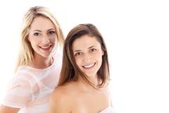 Dos mujeres sonrientes felices Fotografía de archivo libre de regalías