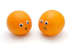 Dos naranjas divertidas con los ojos en blanco Imagen de archivo libre de regalías