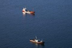 Dos naves en el mar Imagen de archivo libre de regalías