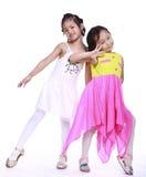 Dos niñas adorables imagen de archivo
