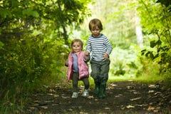 Dos niños fotos de archivo