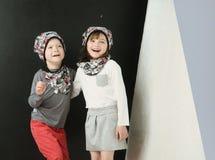Dos niños alegres que presentan junto Fotos de archivo