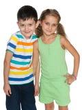 Dos niños de la moda en el fondo blanco Foto de archivo libre de regalías