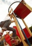 Dos niños que juegan con uno a fotografía de archivo libre de regalías