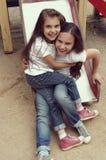 Dos niños que juegan con uno a Imagen de archivo libre de regalías