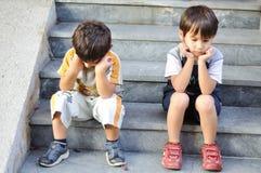Dos niños tristes foto de archivo libre de regalías