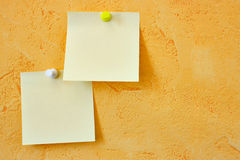 Dos notas en blanco Fotos de archivo