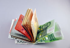 Dos notas euro con la reflexión Fotos de archivo