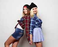 Dos novias bastante adolescentes Fotos de archivo