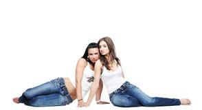 Dos novias que desgastan los tejanos Imagen de archivo libre de regalías