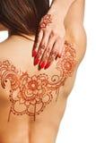 Dos nu de jeune fille avec le mehendi de henné Images libres de droits