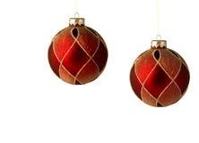 Dos ornamentos rojos de la Navidad aislados Imagenes de archivo