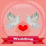 Dos palomas blancas en un fondo rojo del corazón Ilustración del vector Fotos de archivo