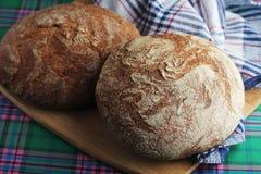 Dos panes de pan marrón del centeno Imagen de archivo libre de regalías