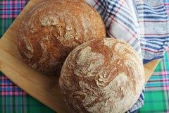 Dos panes de pan marrón del centeno Fotografía de archivo libre de regalías