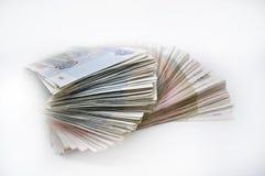 Dos paquetes de 100 billetes de banco de los pedazos 100 cientos cincuenta rublos y 50 rublos de billetes de banco del banco de R Fotos de archivo libres de regalías
