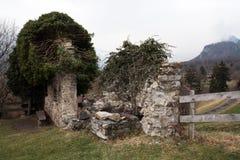 Dos paredes de piedra viejas Foto de archivo libre de regalías