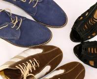 Dos pares de zapatos y de mujer del hombre Fotos de archivo libres de regalías