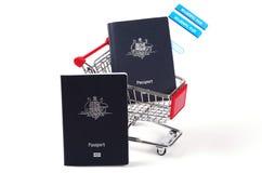 Dos pasaportes y documentos de embarque Imágenes de archivo libres de regalías