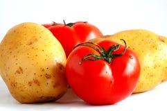 Dos patatas y dos tomates (1) Imagen de archivo libre de regalías