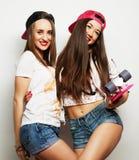 Dos patinadores de la muchacha Imagenes de archivo