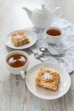 Dos pedazos de empanada de manzana Foto de archivo libre de regalías