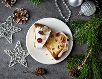 Dos pedazos de la Navidad se apelmazan con las frutas y las nueces Fotografía de archivo libre de regalías