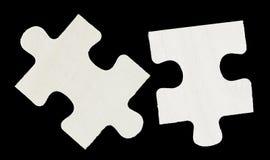 Dos pedazos de madera del rompecabezas fotografía de archivo