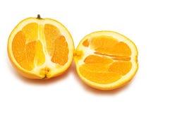 Dos pedazos de naranja aislados Imagen de archivo