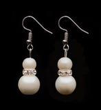 Dos pendientes de la perla Fotografía de archivo