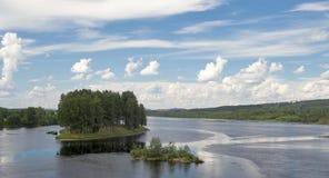 Dos pequeñas islas en un río Imagen de archivo libre de regalías