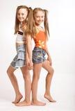 Dos pequeñas muchachas rubias Imagen de archivo libre de regalías