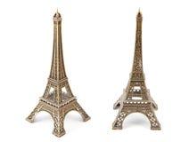 Dos pequeñas torres Eiffel de bronce Fotografía de archivo