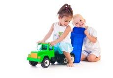 Dos pequeños niños foto de archivo
