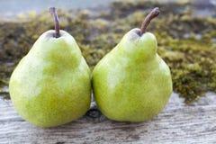 Dos peras verdes Fotos de archivo libres de regalías